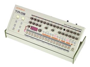 ROLAND TR09